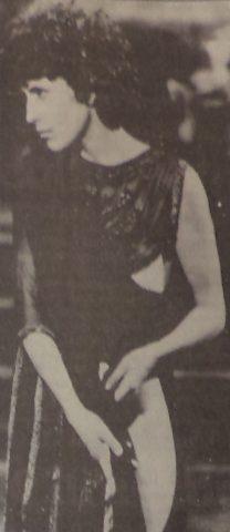 """L'attrice Jo Champa esegue la danza dei sette veli nel film """"Salomè""""."""
